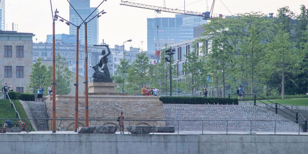 Pomnik Syrenki przy Moście Swiętokrzyskim
